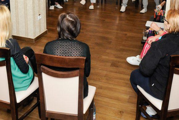 Experientele care ne apropie – cum ajuta grupurile de suport emotional vindecarea